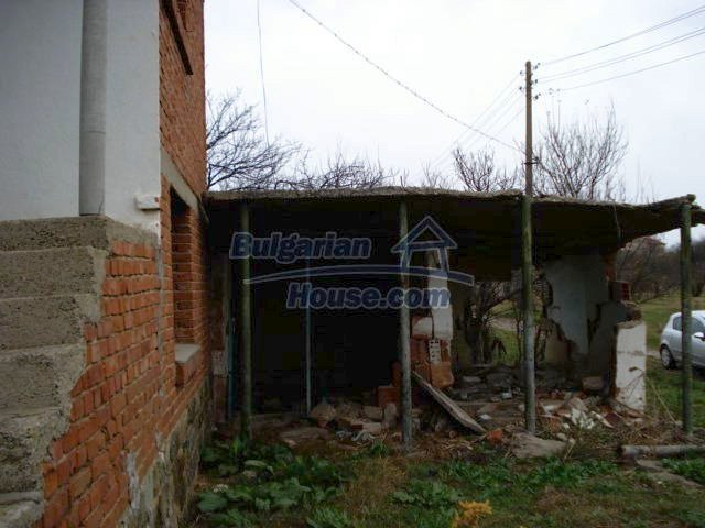 10715:13 - Rural property with a nice garden near Elhovo