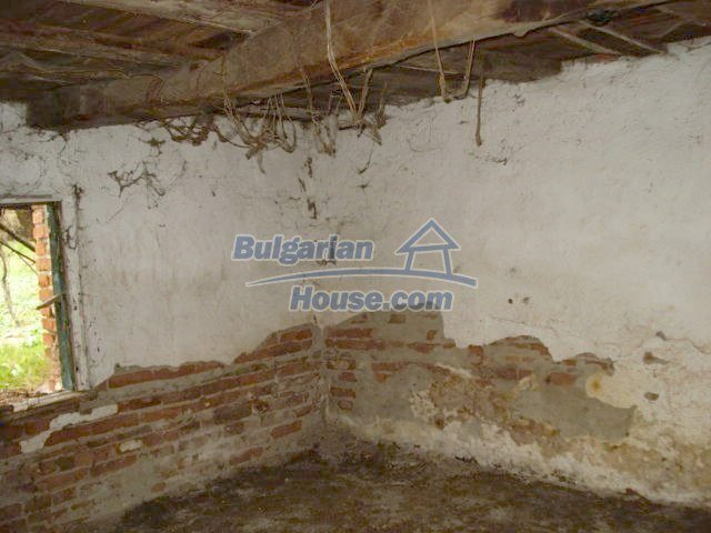 10715:5 - Rural property with a nice garden near Elhovo