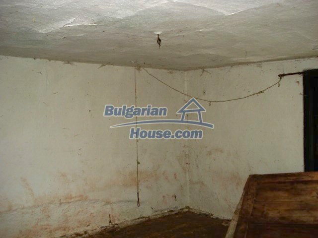 10715:6 - Rural property with a nice garden near Elhovo
