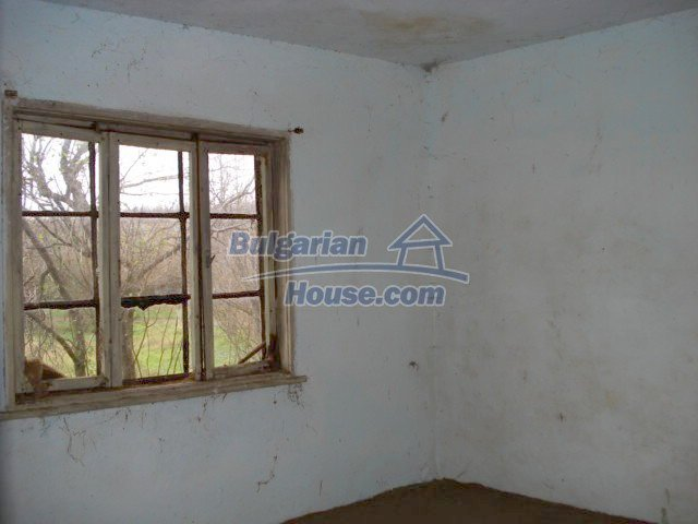10715:10 - Rural property with a nice garden near Elhovo