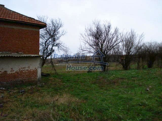 10715:14 - Rural property with a nice garden near Elhovo