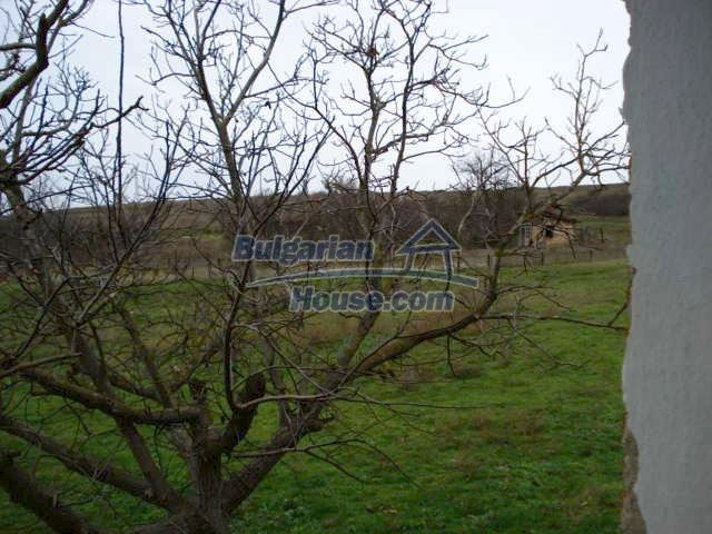 10715:16 - Rural property with a nice garden near Elhovo