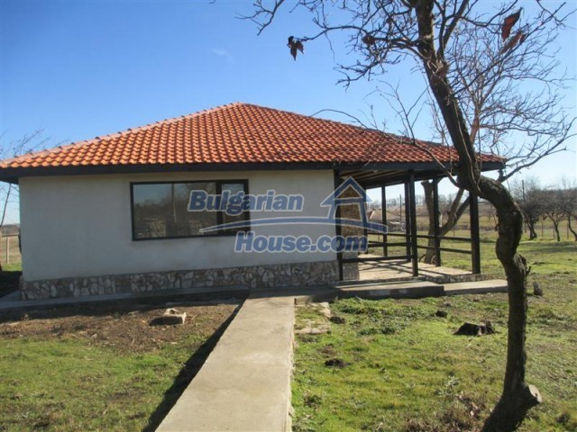 10728:2 - Brick house in a developed village,  20 km from the sea coast