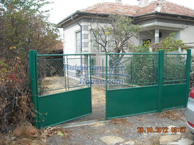 10737:1 - Brick house with a huge garden plot near Stara Zagora