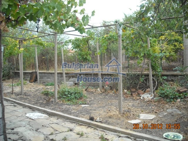 10737:7 - Brick house with a huge garden plot near Stara Zagora