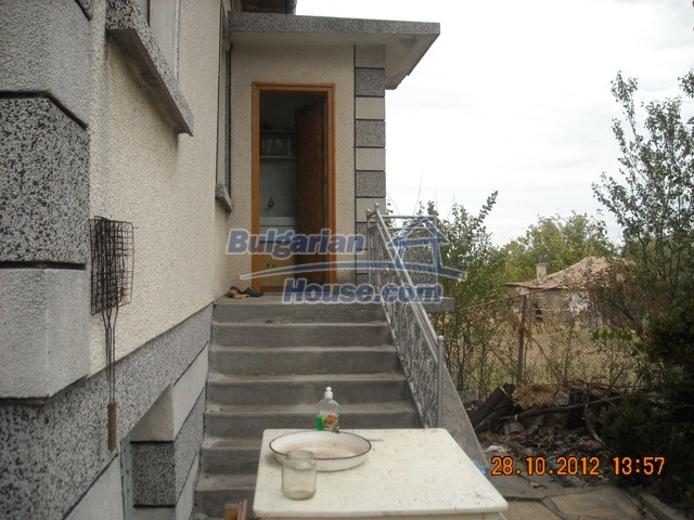 10737:8 - Brick house with a huge garden plot near Stara Zagora