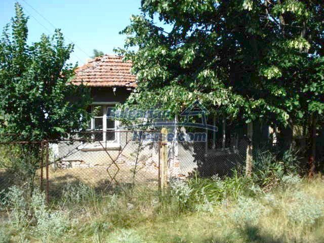 10750:1 - One-storey house in clean rural countryside, Elhovo