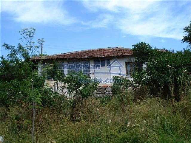 10751:1 - Cheap rural property with a garden near Elhovo