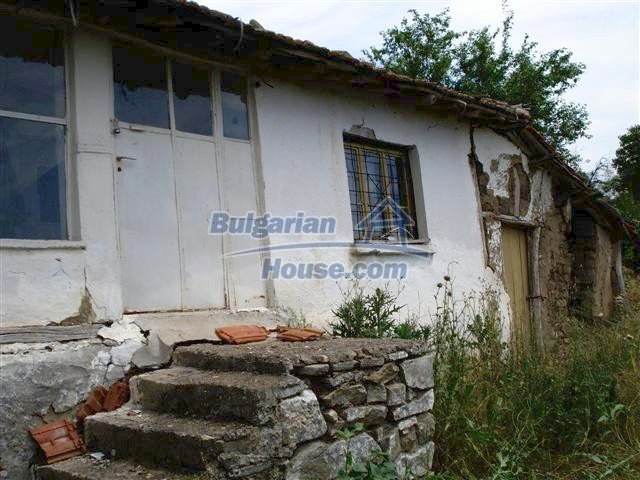 10751:2 - Cheap rural property with a garden near Elhovo