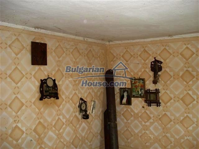 10751:9 - Cheap rural property with a garden near Elhovo