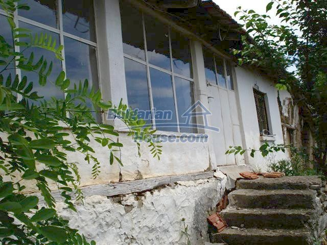 10751:10 - Cheap rural property with a garden near Elhovo