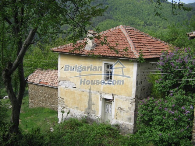 10758:1 - Cheap three-storey house with mountain view near Pamporovo