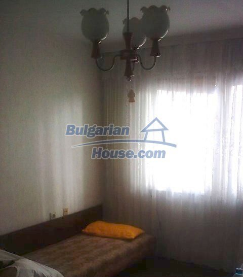 10761:4 - Spacious two-bedroom apartment in Yambol