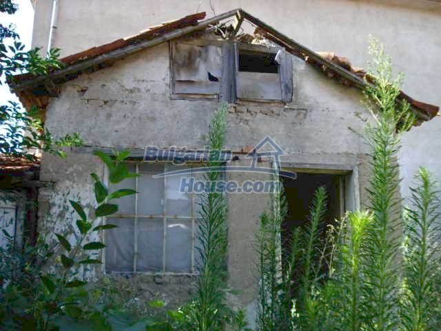 10762:1 - A small house with a nice garden in Yambol