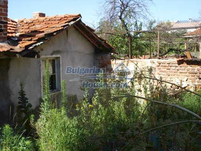 10762:4 - A small house with a nice garden in Yambol