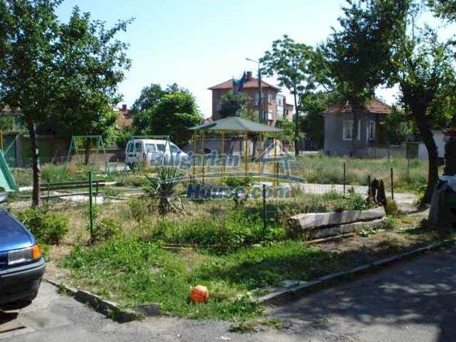 10762:12 - A small house with a nice garden in Yambol