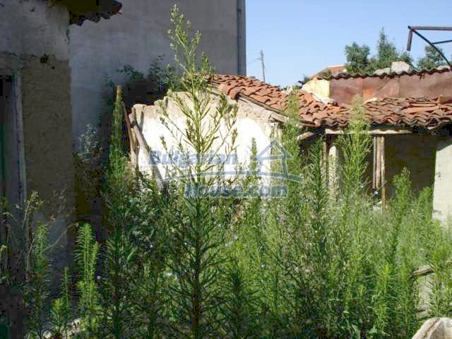 10762:7 - A small house with a nice garden in Yambol