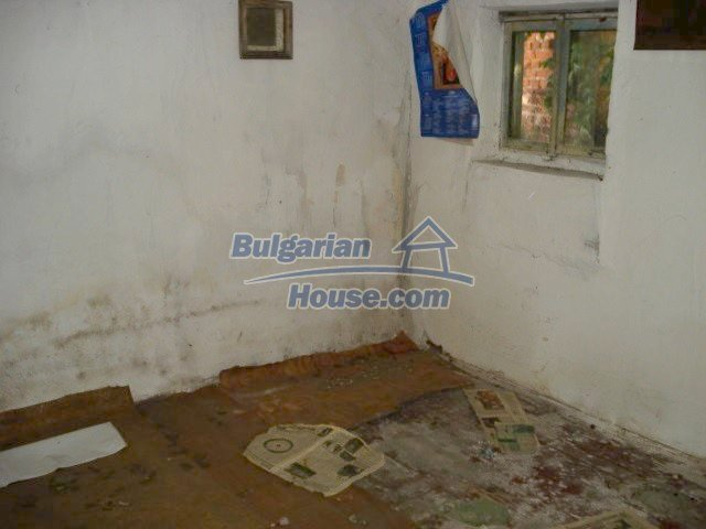 10762:10 - A small house with a nice garden in Yambol