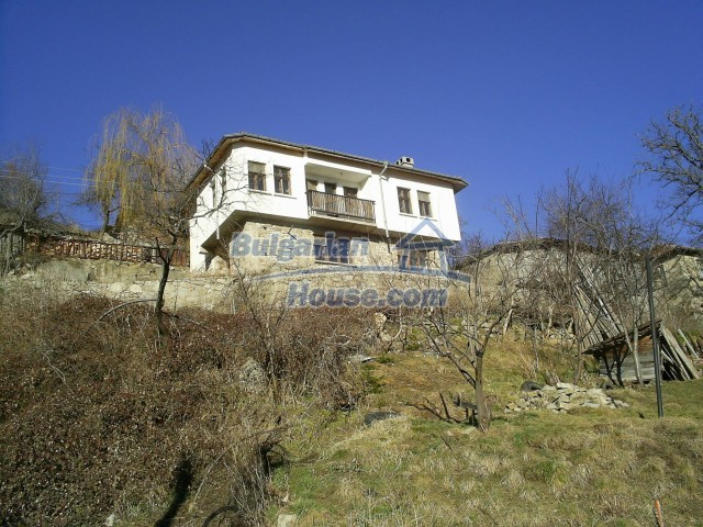 10775:2 - Two-storey house on the slope of Rhodope Mountains