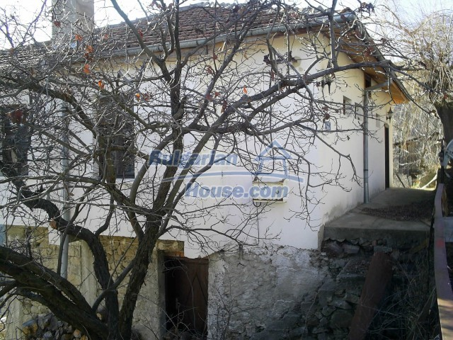 10775:11 - Two-storey house on the slope of Rhodope Mountains