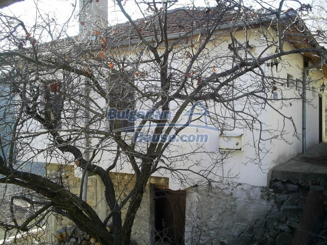 10775:12 - Two-storey house on the slope of Rhodope Mountains