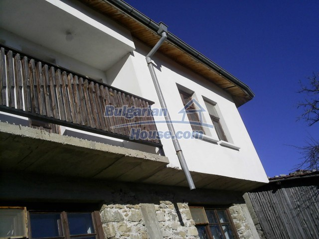 10775:18 - Two-storey house on the slope of Rhodope Mountains