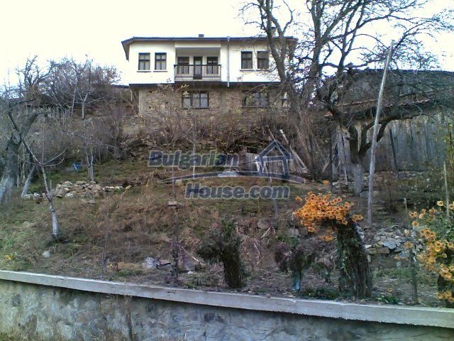 10775:24 - Two-storey house on the slope of Rhodope Mountains