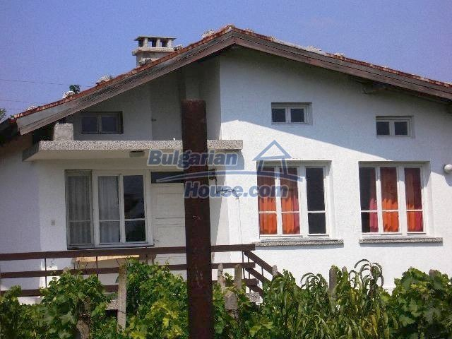 10777:1 - Nice two-storey house with precisely arranged garden near Varna
