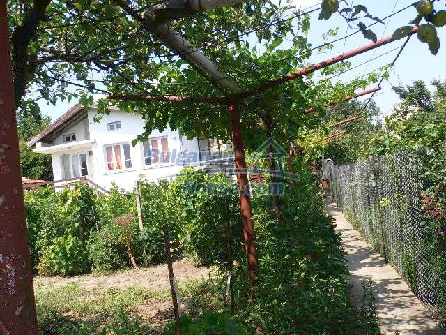 10777:12 - Nice two-storey house with precisely arranged garden near Varna