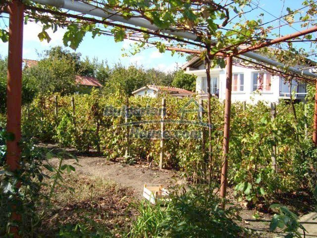 10777:14 - Nice two-storey house with precisely arranged garden near Varna