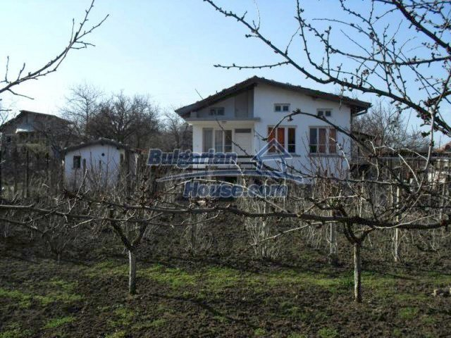 10777:17 - Nice two-storey house with precisely arranged garden near Varna