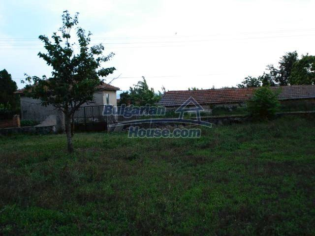 10793:18 - Cheap rural two-storey house with a nice garden, Elhovo region