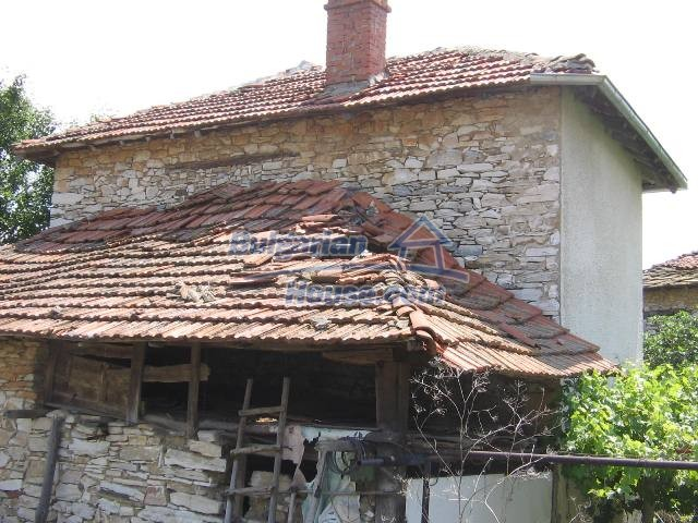 10825:12 - Well maintained stone-built two-storey house,Ivailovgrad region