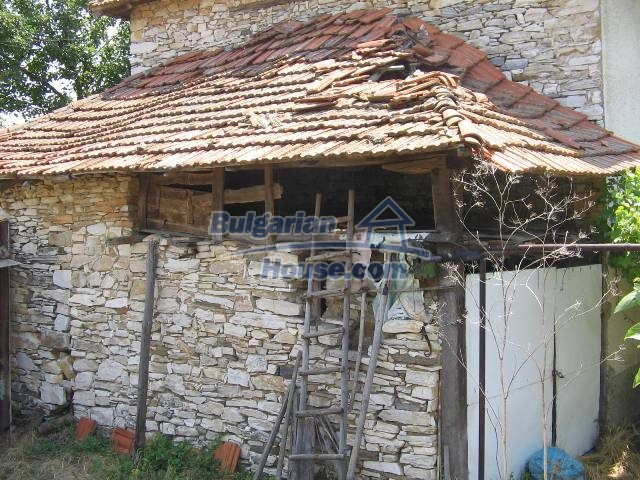 10825:13 - Well maintained stone-built two-storey house,Ivailovgrad region