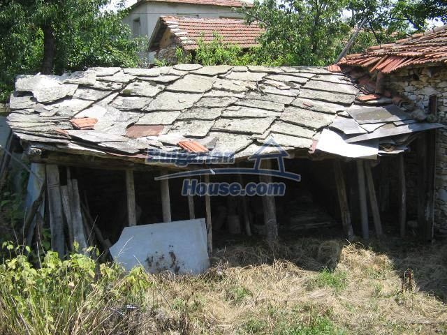 10825:14 - Well maintained stone-built two-storey house,Ivailovgrad region