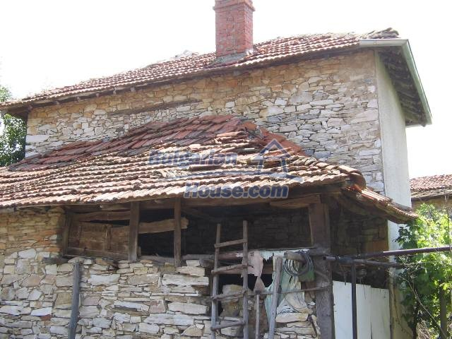 10825:10 - Well maintained stone-built two-storey house,Ivailovgrad region