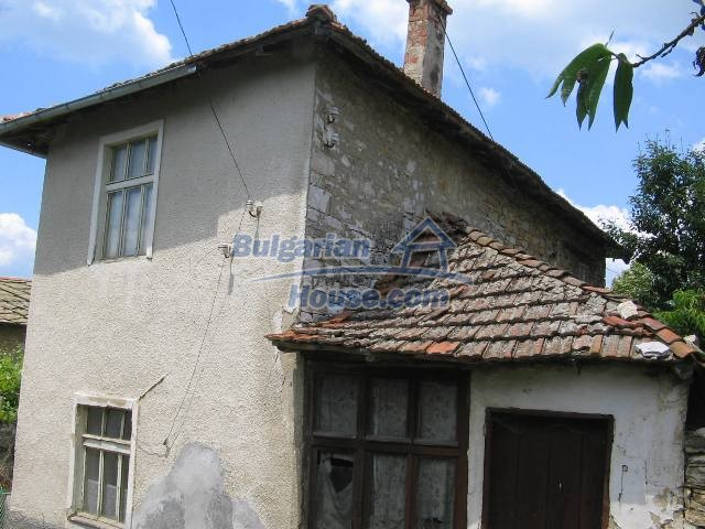 10825:33 - Well maintained stone-built two-storey house,Ivailovgrad region