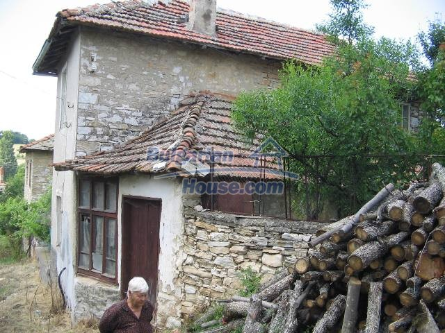 10825:34 - Well maintained stone-built two-storey house,Ivailovgrad region