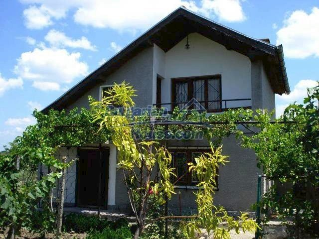 10833:1 - Two-storey house with a huge garden and a fireplace, Elhovo