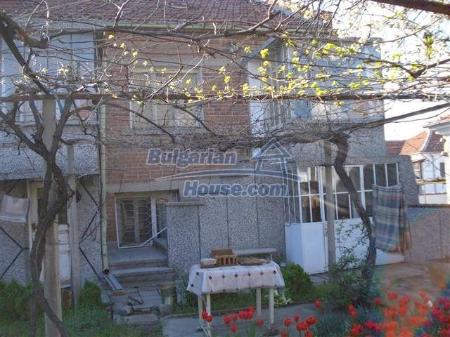 10851:1 - Nice two-storey house in the town center of Elhovo