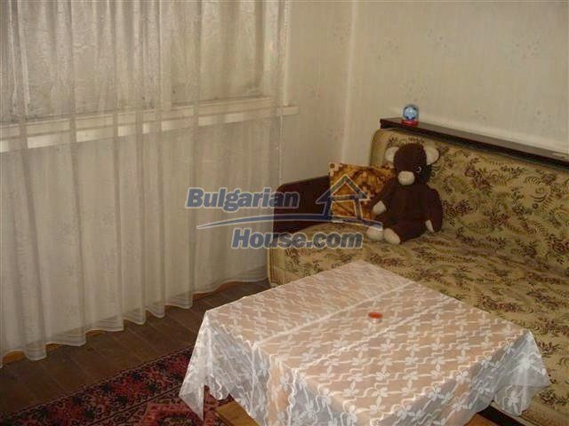 10852:1 - Single-storey house with a garden near the town center, Elhovo