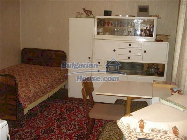 10852:3 - Single-storey house with a garden near the town center, Elhovo