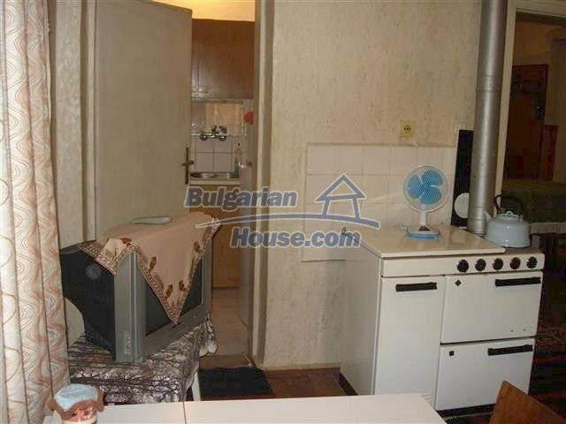 10852:4 - Single-storey house with a garden near the town center, Elhovo