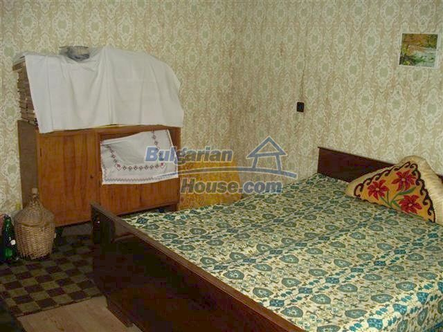 10852:5 - Single-storey house with a garden near the town center, Elhovo