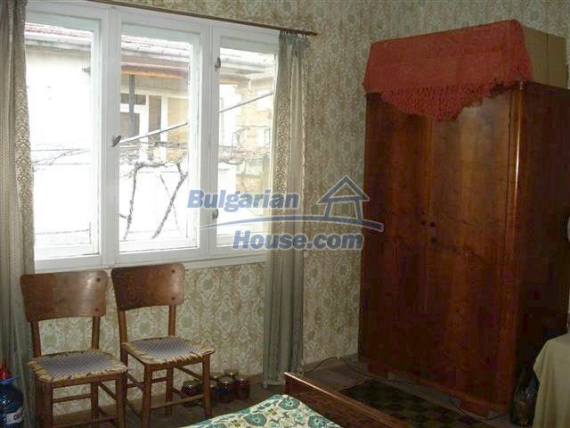 10852:6 - Single-storey house with a garden near the town center, Elhovo