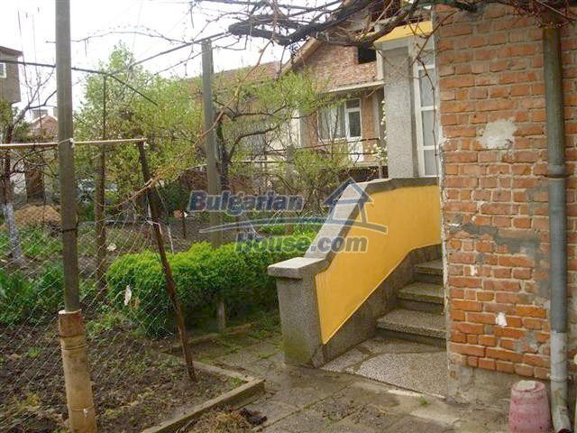 10852:11 - Single-storey house with a garden near the town center, Elhovo