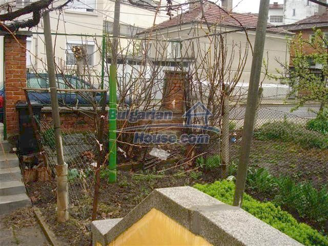 10852:12 - Single-storey house with a garden near the town center, Elhovo