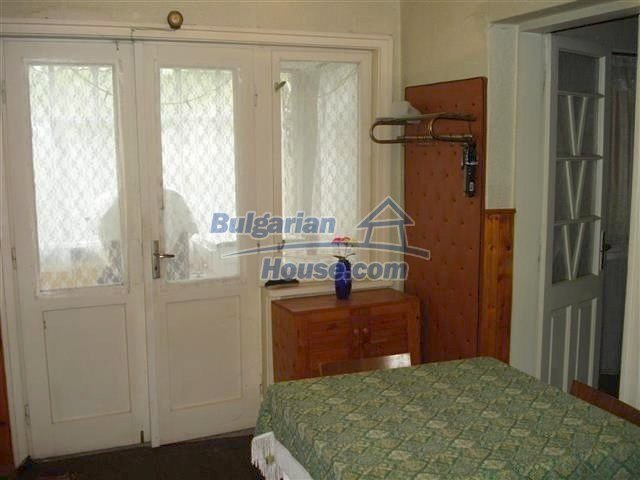 10852:9 - Single-storey house with a garden near the town center, Elhovo