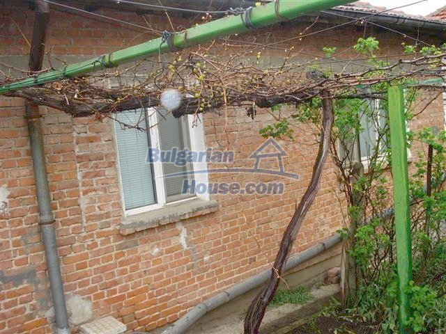 10852:10 - Single-storey house with a garden near the town center, Elhovo