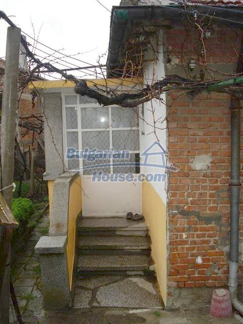 10852:16 - Single-storey house with a garden near the town center, Elhovo
